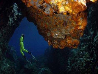 tm_Sub_nelle_Grotte